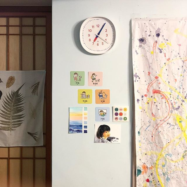 Learn to tell time by looking at minutes on dial of #littlebenwallclock, plus the meaning of it with accompanying time/activity flash cards. Fun and easy! . . . . Pc: 殻殼老師の美學探索 on FB . . . #pupupula #pupupulakids #ifdesignaward2019 #wallclock #educational #classroomdecor #kidsroomdecor #playroom #playroomdecor #moderndecor