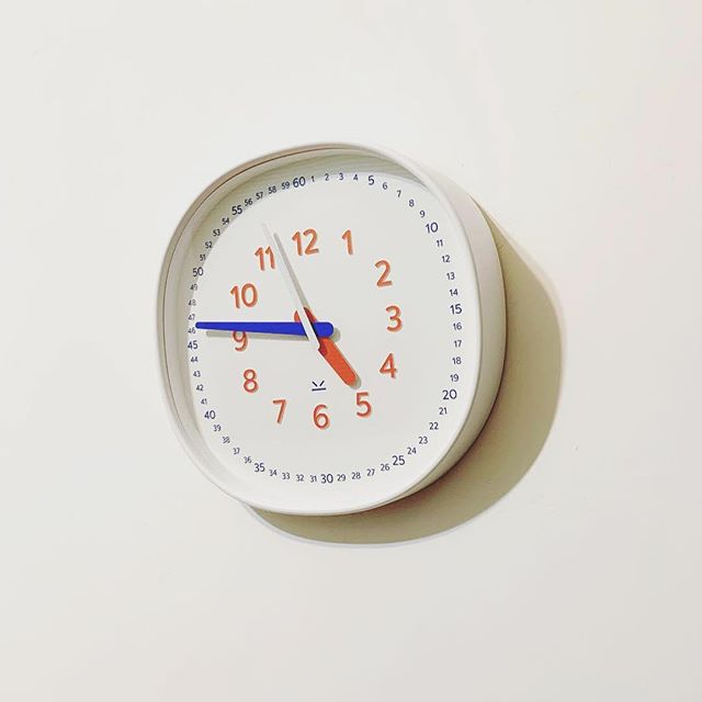 There's an Easter egg on the packaging of #littlebenwallclock and @abby__gong has found it :) yep, fun stickers for your laptops or notebooks 😄 swipe to see the surprise! . . . . . #pupupula #pupupulakids #littleben #wallclock #kidsroomdecor #kidsroomideas #modernhomedecor #ifdesignaward2019 #motherhoodrising #motherhoodsimplified #letkidsbekids #makeparentingeasier #educational #learntime #familytime #teachtime #classroomdecor