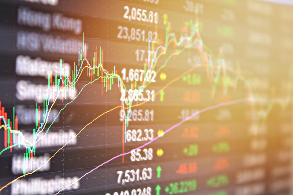 Concur gehtan die Börse - Am 16. Dezember 1998 geht Concur an die Börse und startet mit 12,50 US-Dollar pro Aktie. Mit nur 231 Mitarbeitern und lediglich fünf Jahre nach Gründung wird Concur damals bereits mit rund 206 Millionen US-Dollar bewertet. Die Aktie bleibt – unterbrochen von der Dotcom-Krise 2001 – eine Erfolgsgeschichte: Kurz vor der Übernahme durch die SAP AG (im Jahr 2014) liegt der Aktienkurs bei 128,78 US-Dollar. Wer beim Börsengang dabei war, hat seinen ursprünglichen Einsatz mehr als verzehnfacht.