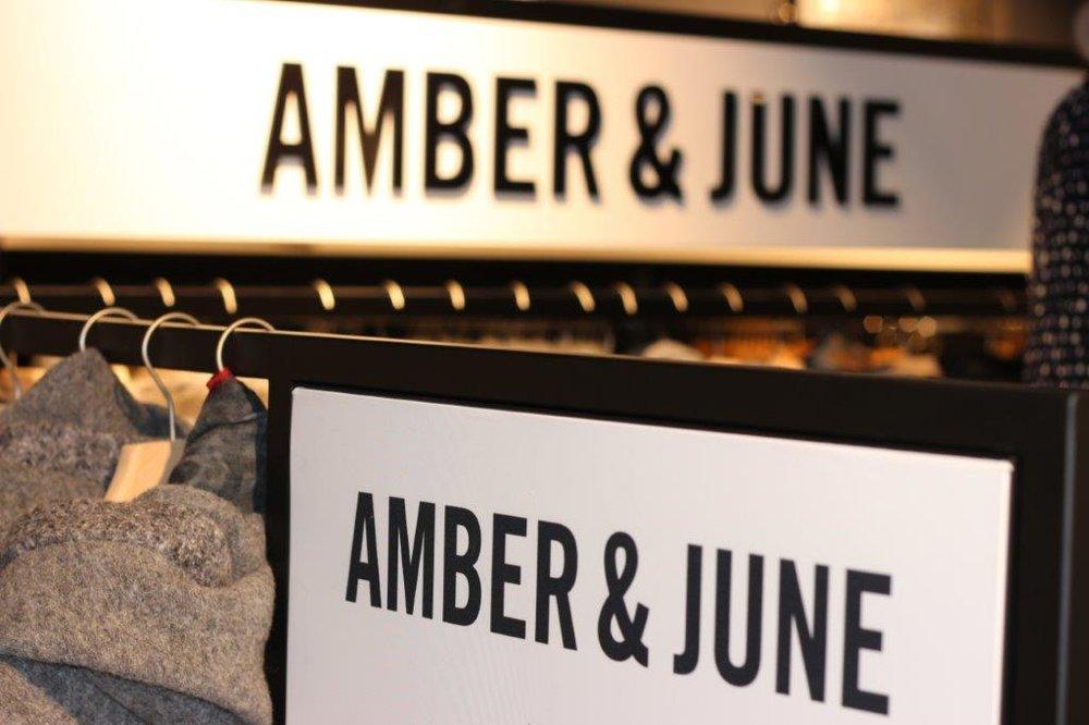 Amber & June - Jacken & Mäntel für die sportive und stilvolle Frau bietet Amber & June. Die Kleidung nutzt harmonische Farbkombinationen für die funktionalen Jacken für alle Jahreszeiten. Stöbern Sie in der Kollektion und lassen Sie sich gerne von unseren Mitarbeitern beraten. So finden Sie die Kleidung, nach der Sie suchen.