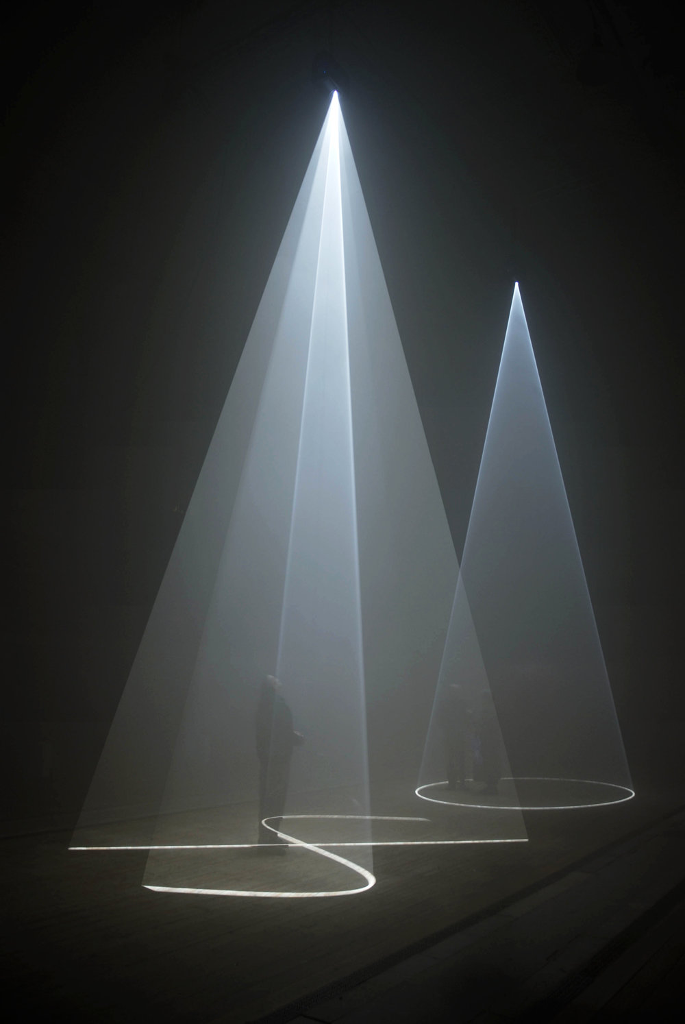 Anthony McCall,  Between You and I , Vertical, 2006, Installation view, Peer / The Round Chapel, London, 2006