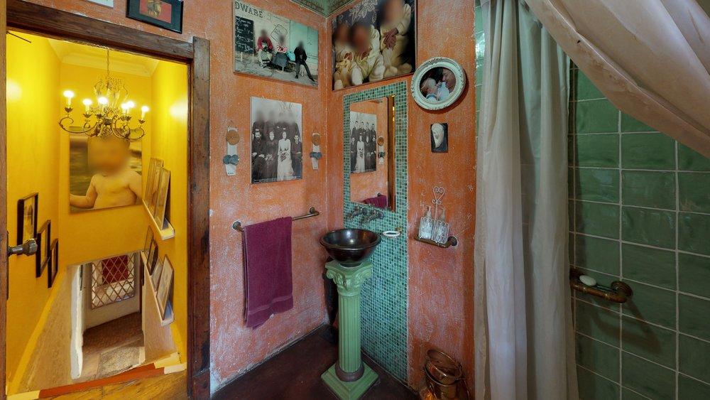 Melville bathroom.jpg
