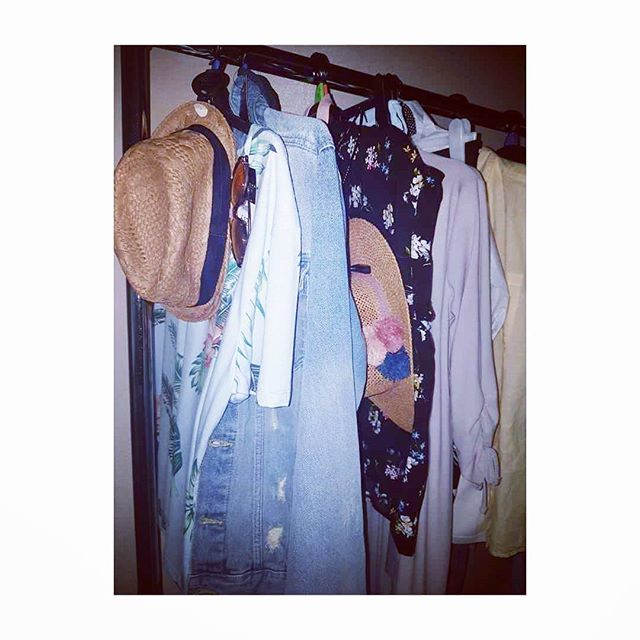 Final styling preps sorted for tomorrow's fashion show/event in North London 👊👚👖👕🌼🌸 ______________________________________________  #alittlesnippet #stylist #stylistlife #summerfashion #fashion #presenter #summerweather #livemodels #mannequins #lolaroylestyle #london #fashionevent #styling #freelancer #pullingday #florals #denim #lightweightlayers #events #fashionevent