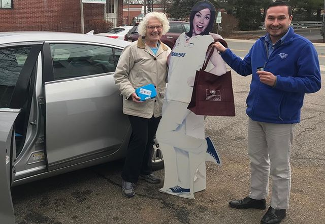 PSA: look who paid a visit to our office in Foxboro today!! Flo and Brent helping one of our new clients install the @progressive Snapshot, how AWESOME is that!! Talk about VIP service! #autoinsurance #localinsurance #insuranceagent #progressiveinsurance