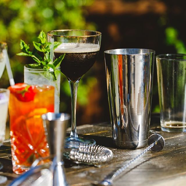 Where has this gorgeous weather come from? It's definitely perfect for some cocktails! ☀️ 🍸  #weddings #corporate #henparties #bartenders #alcohol #bar #private #waitress #waiter #horsebox #portableBar #barntgreen #worcstershire #bromsgrove  #alvechurch #worcster #bromsgrove  #barntgreen #worcstershire  #birmingham #belbroughton