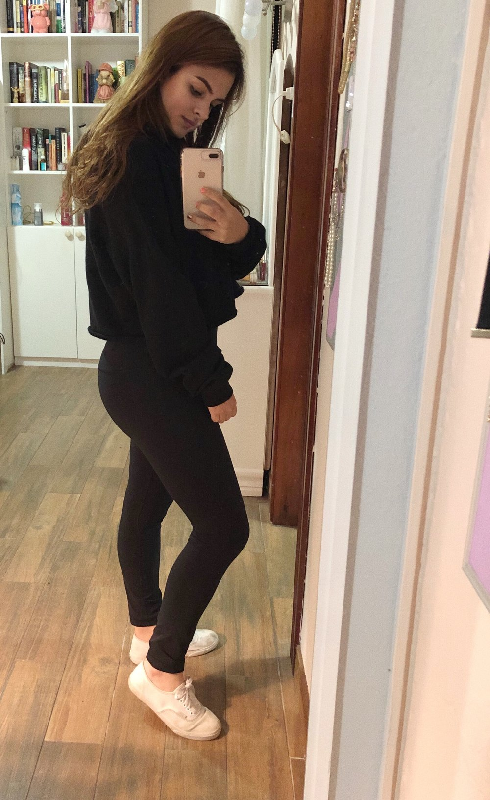 I am wearing them here! Favorite leggings ever, no doubt in my mind.    Here are some other basic leggings that are really good imo: