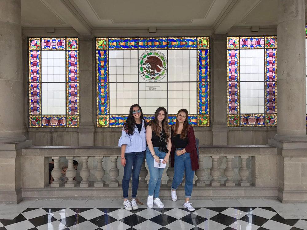 Dany, Anne y yo en el Castillo de Chapultepec.