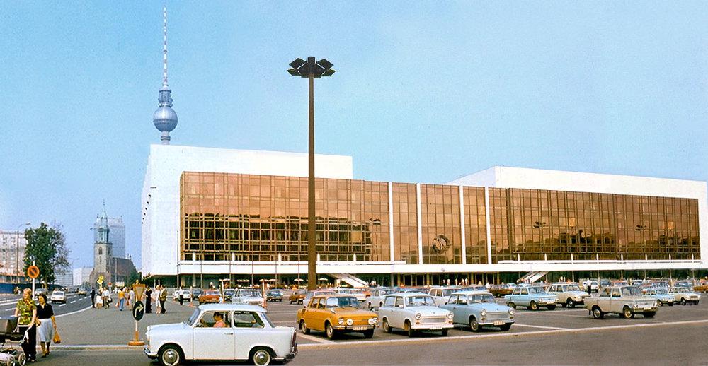 Palast_der_Republik_DDR_1977.jpg
