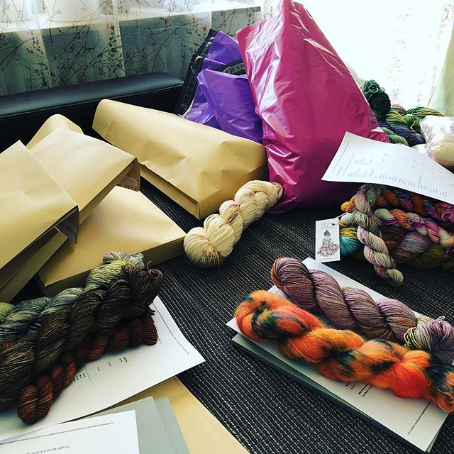 Slowing packing all the orders 💖 today I'm feeling much better than yesterday. 🌸☺️ Everyday it's a surprise.. never know what the next day brings 🤷🏼‍♀️ but I'm not the only one ... right? Maybe you are wondering what does 'health reasons' actually mean.. well it's not like I'm having one big illness, it's more that a few smaller things are coming together what is also really exhausting for me. 😯 It's like fighting on one end and on another end .. wondering when this actually stops and you are fine and healthy.. 🤒😕 that's why I have to slow down and close my shop for a while (don't know how long or forever..) 🤷🏼‍♀️ So thank you all so much for your purchases I really appreciate it and it helps a lot! 💖💖 if you are still interested in buying.. There is still a lot of yarn in stock (Mohair, MCN, Sock, Singles, Minis) also Laine Magazines (Issue 6&1) and Knitting Notebooks, pompom Mag, Chiaogoo needles, stitch markers ... 😍😍 #ayafibers #yarnsale