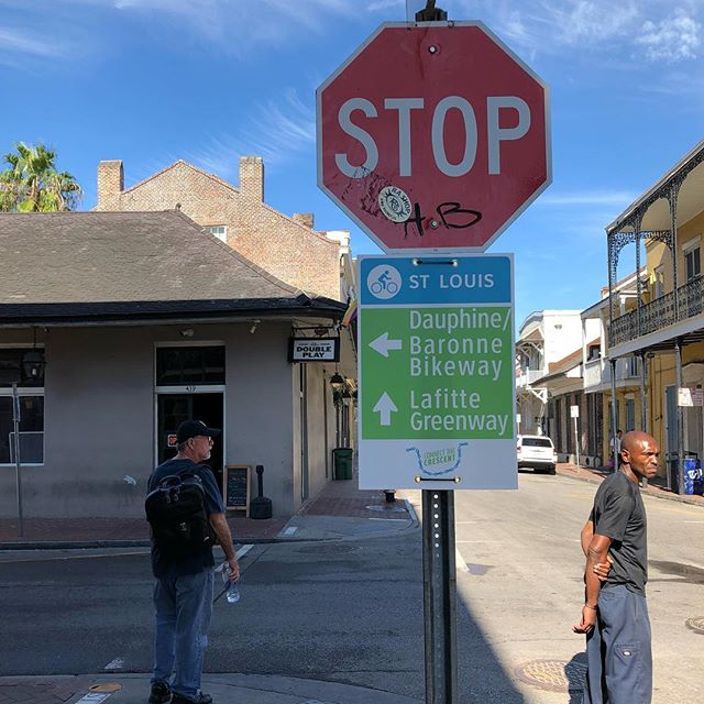 Wayfinding signs have been placed along the #connectthecrescent demonstration 🚲