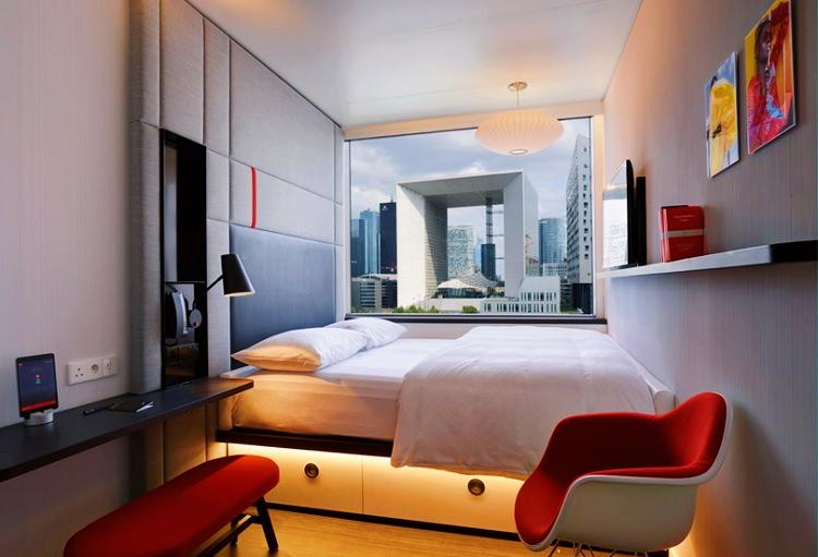 Hotel room (2).jpg