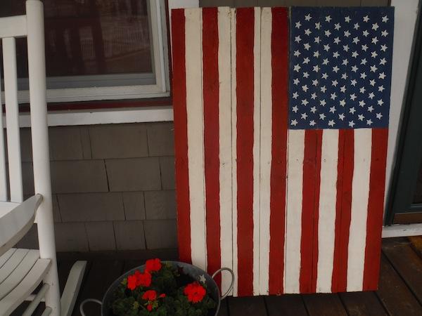 american-flag-pallet