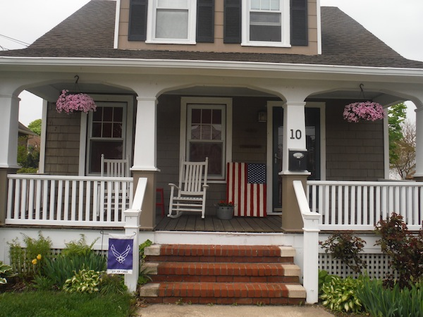 american-flag-pallet-on-craftsman-porch