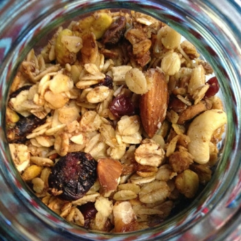 diy-healthy-christmas-granola-1.jpg