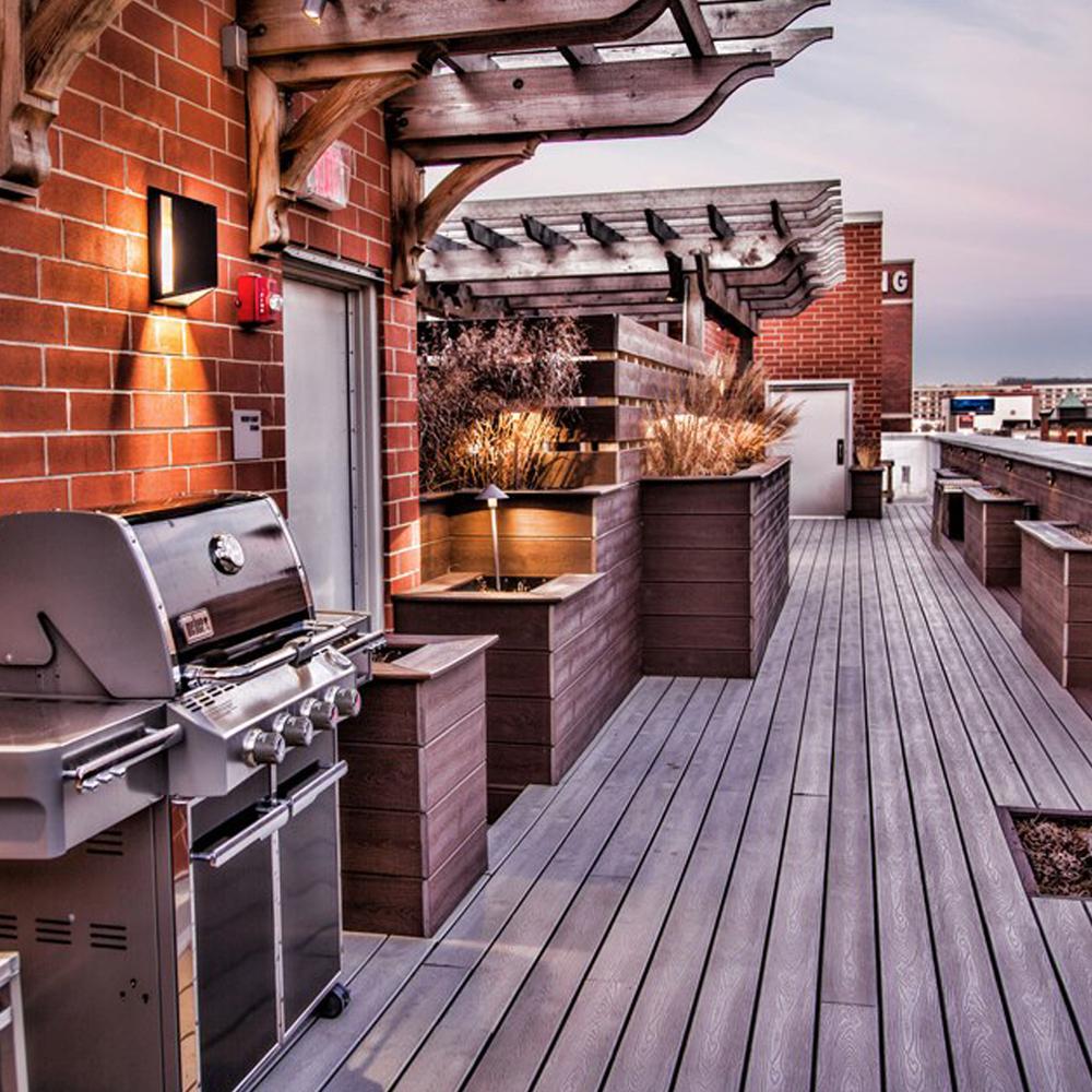 754 N Clark - Commercial roof deck
