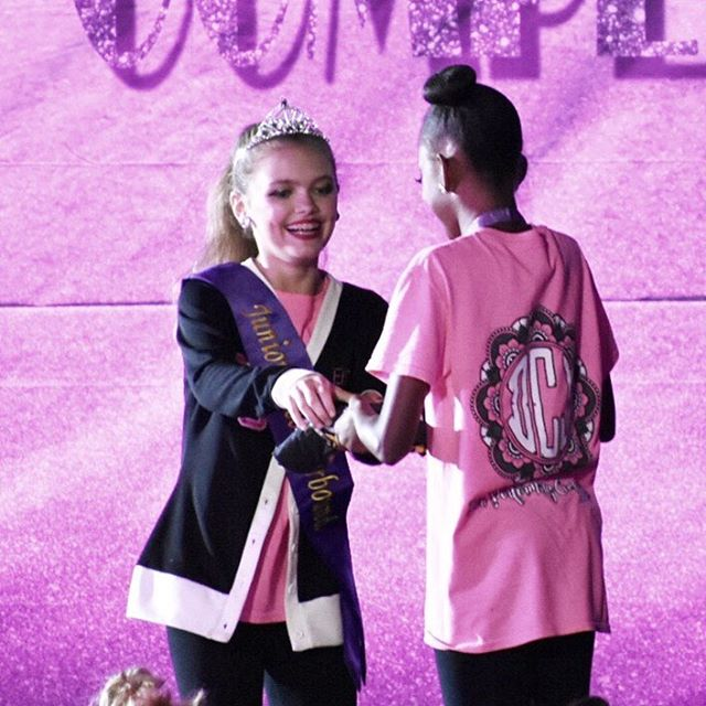 Ellie got to award Reaghan her first in division award! #divasdominate2018 @starboundcomp