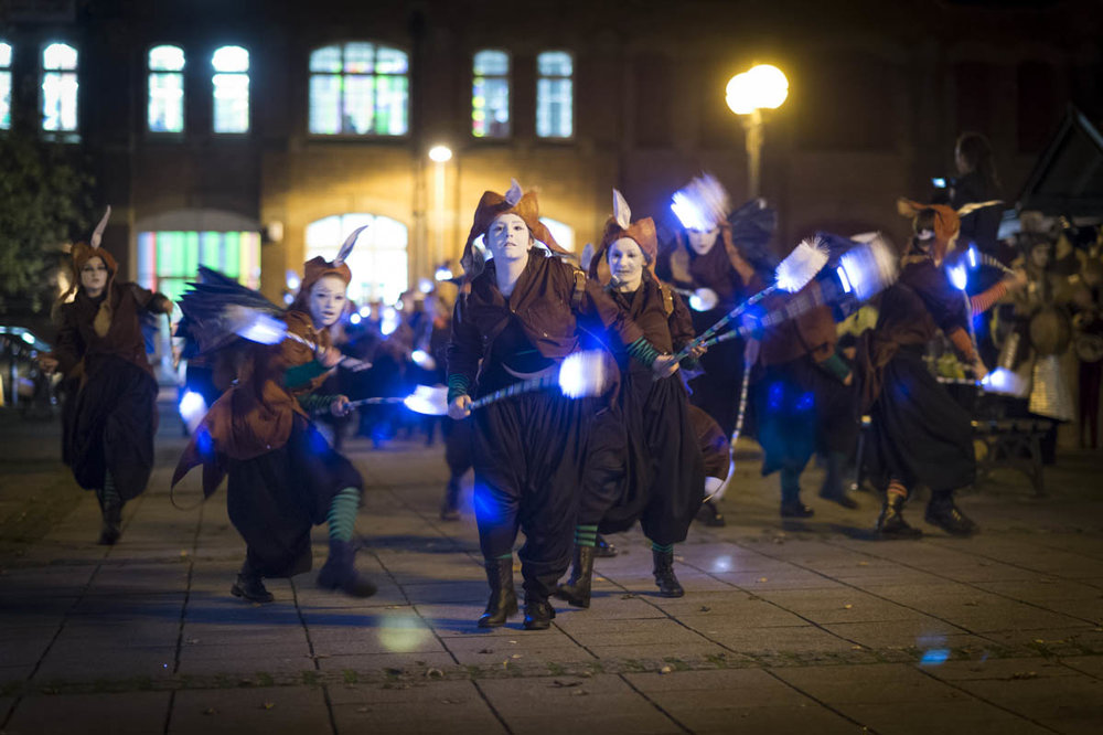 Photo by Theo Moye 04/11/16 Oceanallover and Exeter City Council with Burn the Curtain present 'On Tenterhooks' on Exeter Quay, celebrating the wool trade and the Exeter Canal.