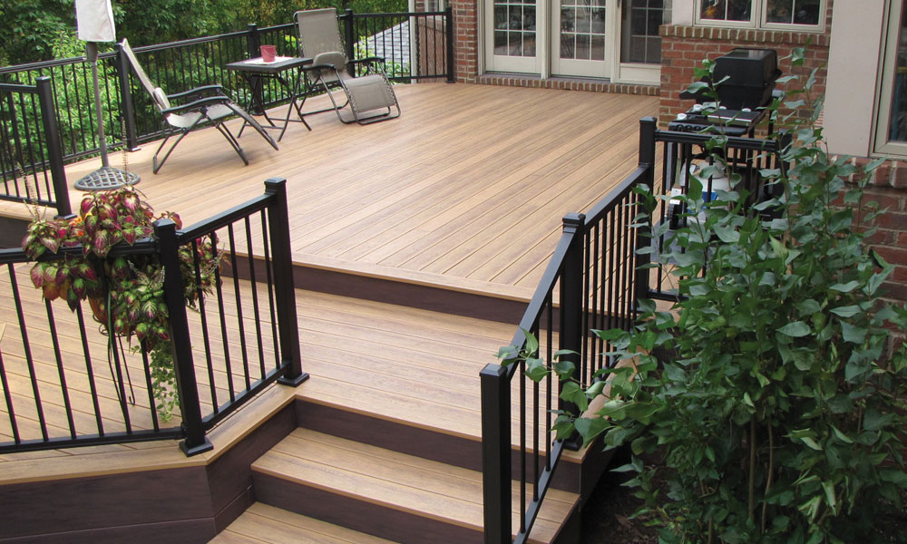 Clubhouse Decking Pic 3.jpg