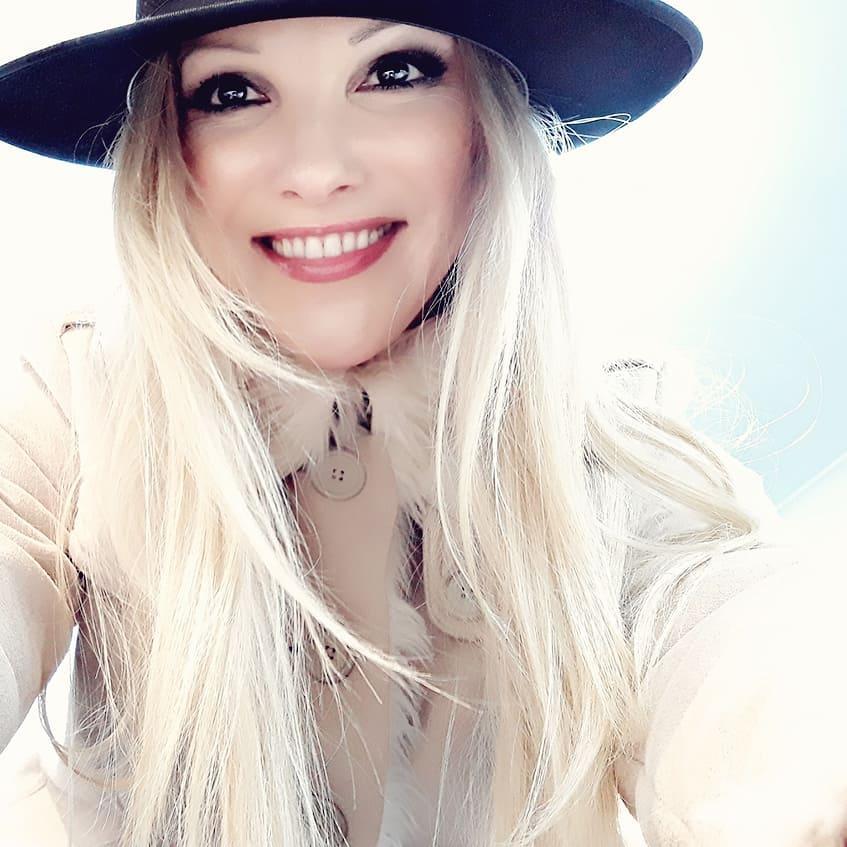 Anita Spring Singer_Australian songwriter Fallen for you.jpg
