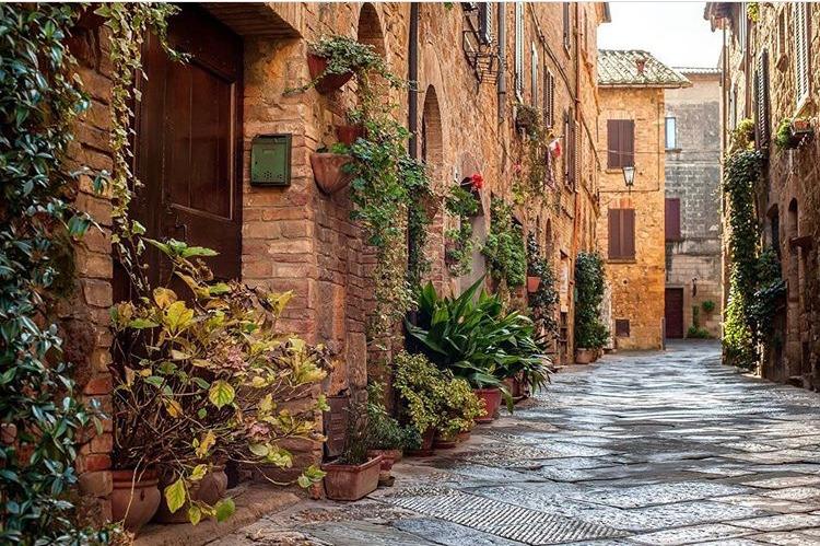 Tuscany street.png