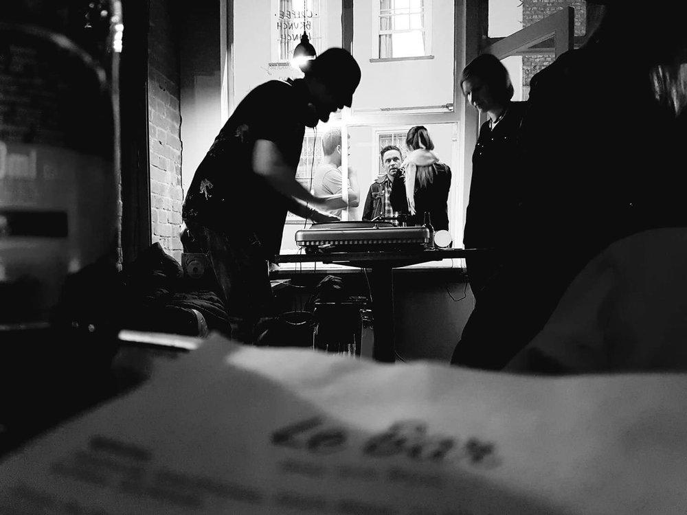 DJ Yaya Jojo at Le Bar. Photo by Thomas Grimal