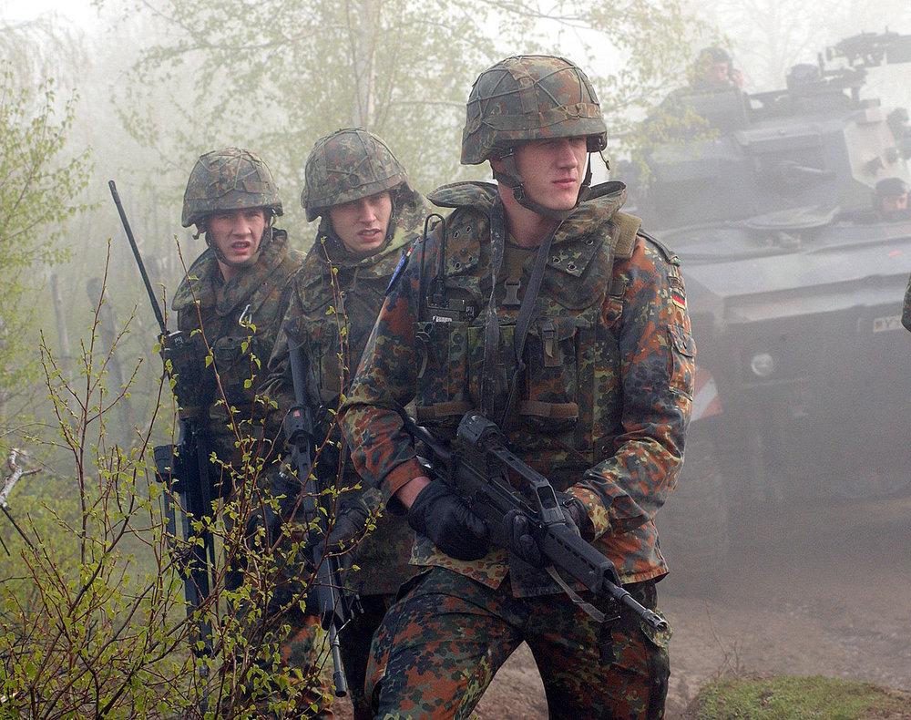1280px-Bundeswehr_G36.jpg