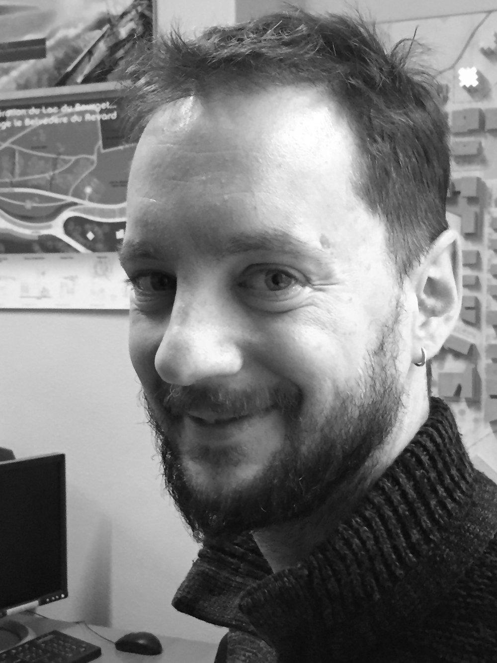 Félix Balas, technicien supérieur  / maîtrise en sciences et technologie des arts et techniques de l'industrie du bois et de l'ameublement, dessinateur infographiste. Chef de projet, suivi études et chantiers.Travaille  à l'atelier RITZ depuis 2002 .