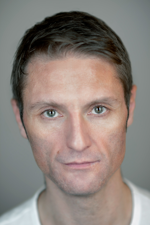 © Robert Michael Wilson TV Actor Location headshots Scotland 03.jpg