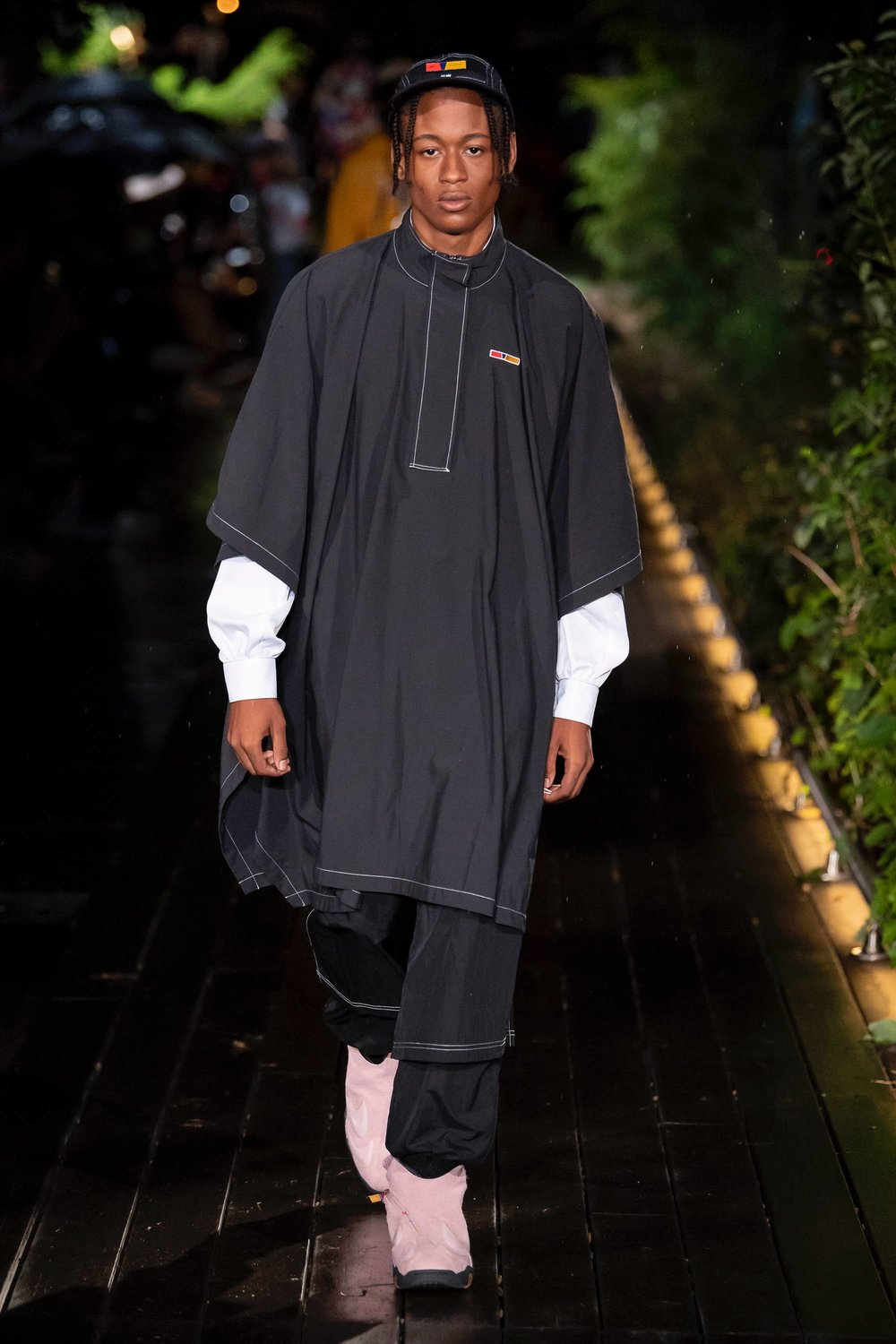Cozy walking in Pyer Moss' Spring/Summer 2019 show, at the Weeksville Heritage Center. - Photo: Vogue.com