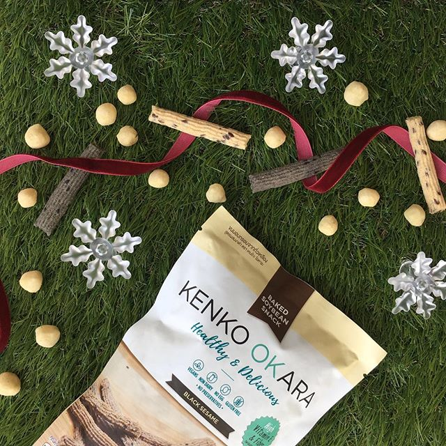 • Have yourself a wonderful crunchy snack this #Christmas 🎅🏻🎄• #GetKenko #SoybeanSnack #BlackSesame 🖤