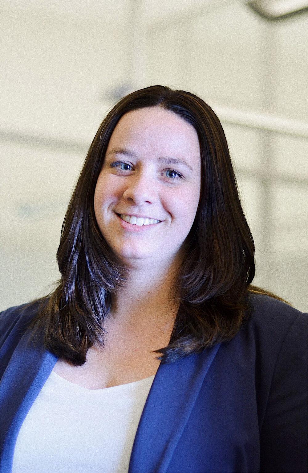 Melanie van Binsbergen    Consultant