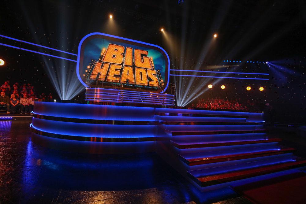 038_big_heads_0245.jpg