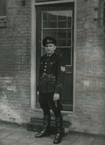 Frans Abrahams, the short policeman, with the door he left unlocked allowing Frans Goedhart to escape. ( Image Bank WW2 - NIOD - van heuven Goedhart )