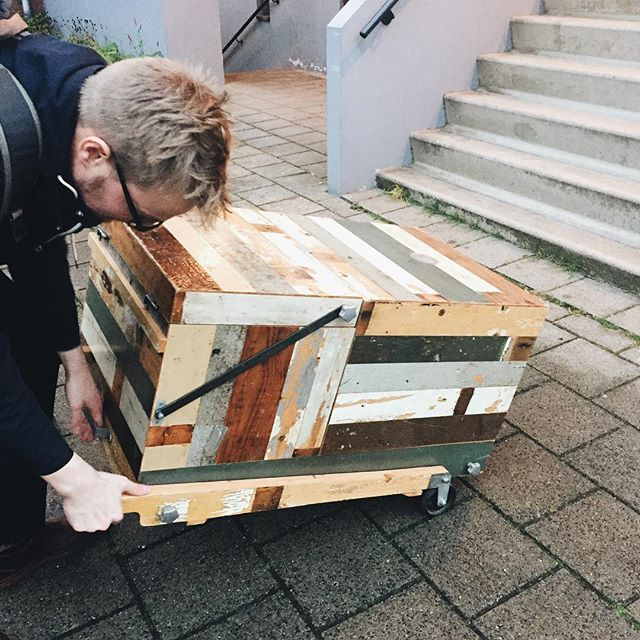 Jeroen maneuvering our custom @piet_hein_eek kaasmobiel into the building for our dinner last night- it's pretty heavy since it contains a refrigerator and a storage compartment that can fit an entire wheel of Parmigiano Reggiano! . . . #pietheineek #sloophout #kaasmobiel #leasethecheese #catering #parmigianoreggiano #pastaalparmigiano #cheesewheelpasta #dutchdesign