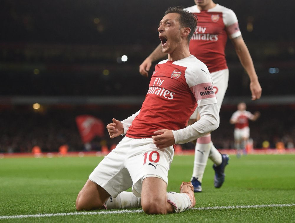 f5716e860 Ozil scored the equalizer, but not before driving through the centre of the  park with the ball and playing a one-two with Bellerin to receive the ball  in ...