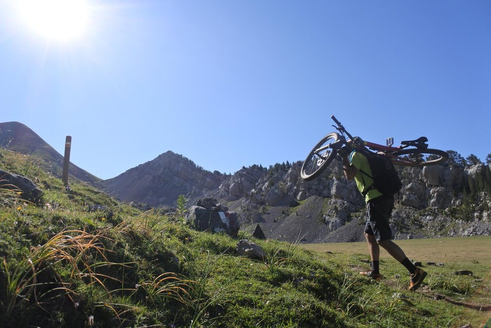 Alberto starting a 1,5 hour hike up to reach the Comodoro peak.