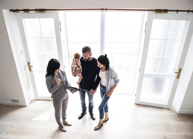 family-buying-new-house_53876-68557.jpg