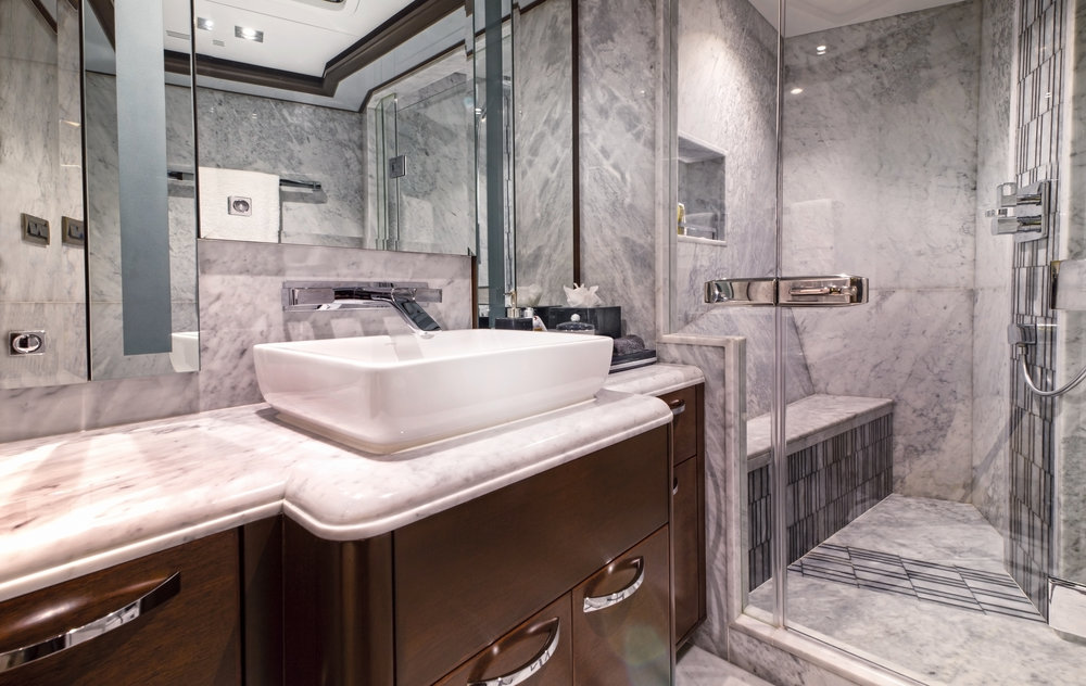 Luxury Charter Yacht Vivierae II En Suite Bath