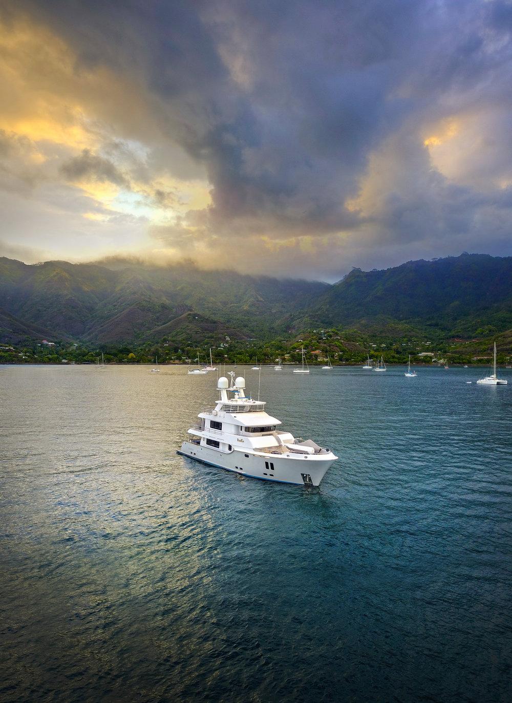 Luxury Charter Yacht Vivierae II Running Shot