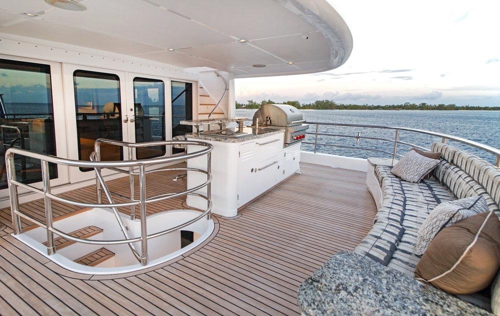 Luxury Charter Yacht Vivierae II Lounge Deck