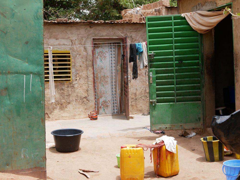 Direction le Burkina Faso pour notre première collection ! - Le Burkina Faso est un véritable carrefour culturel, qui fait la richesse du pays notamment d'un point de vue créatif et artisanal.