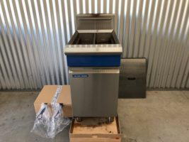 Blue Seal GT46 Twin Pan Gas Fryer – Used   $2,750.00 + GST   Gas LPG  – New Baskets – Lightly Used – Lid  Dimensions : 450W x 815D x 1050H