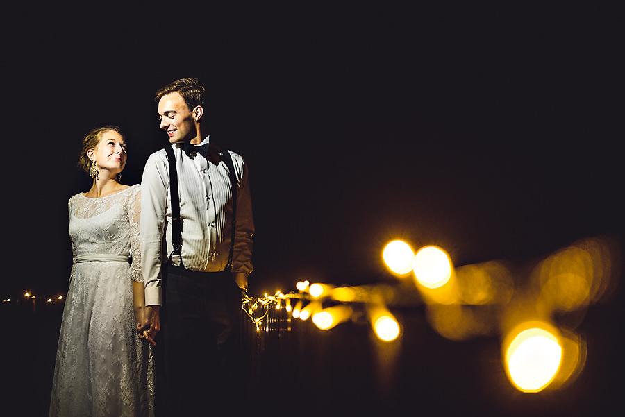 Bryllupsbilde i mørket på Kleivstua i Krokskogen