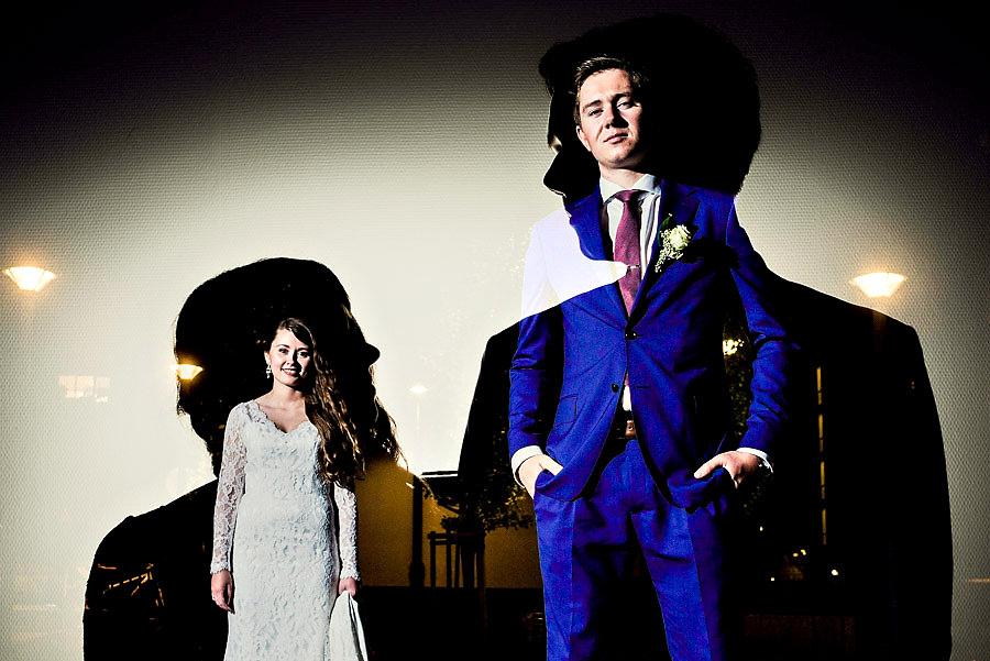 Kreativt bryllupsbilde i mørket med dobbeleksponering