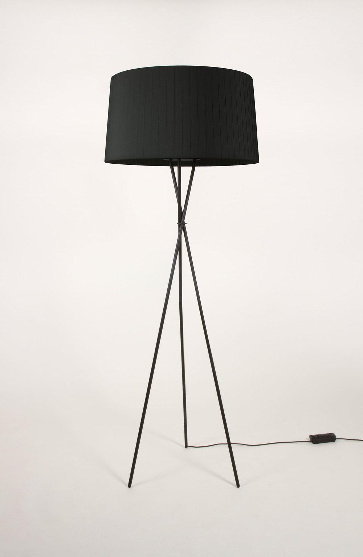 SANTACOLE_FLOOR_LAMPS_Tripode_G5_Costa__Clara_14-web.jpg