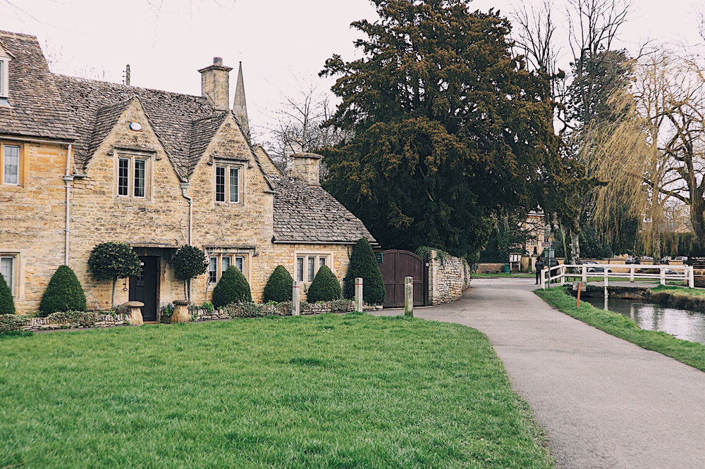 Lower Slaughter River Cottages.jpg