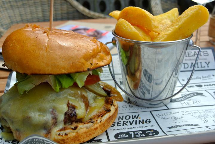 Wheatsheaf Farnham Burger.jpg