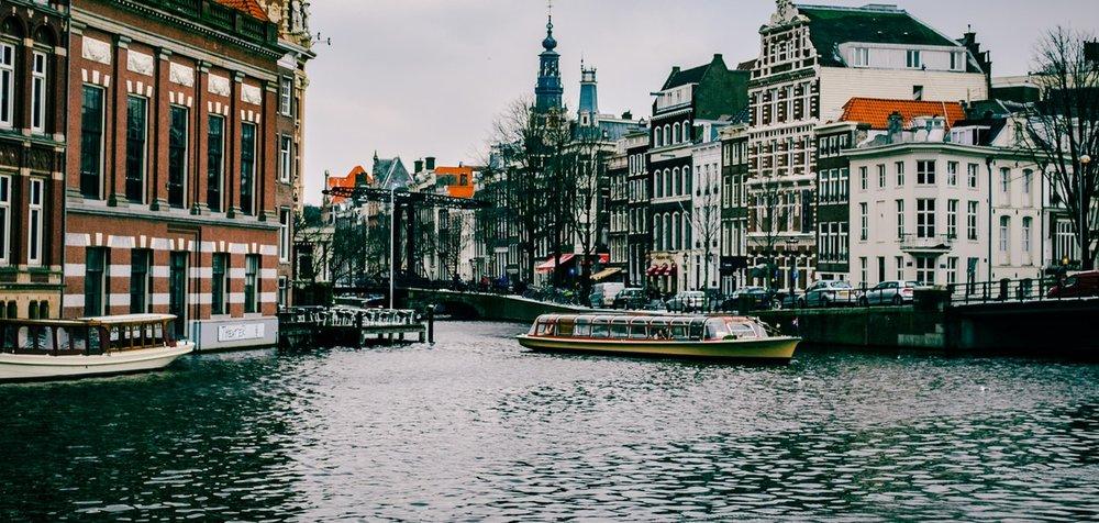 amsterdam-architecture-boat.jpg