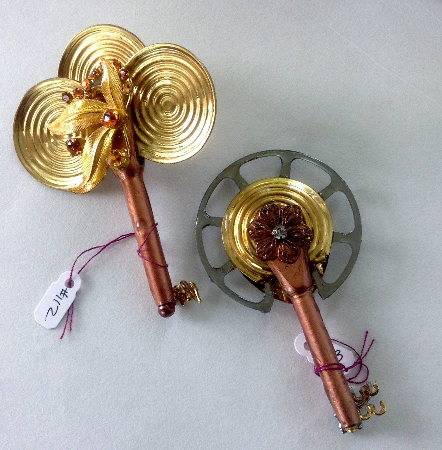 one side keys 112, 113