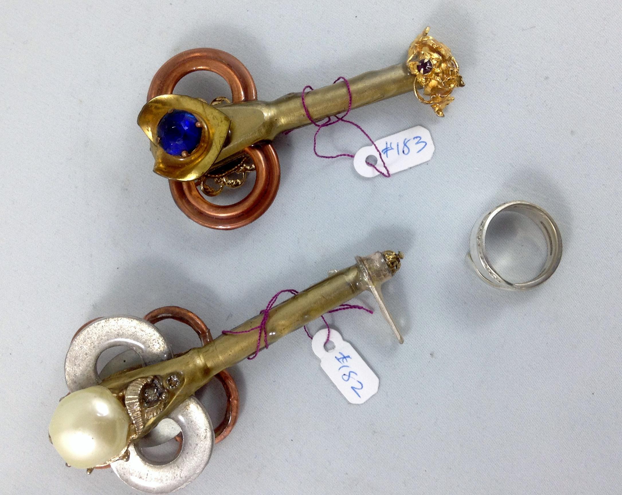 one side key 182, 183